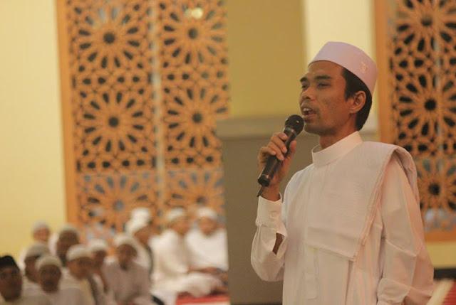 Ustad Abdul Somad berceramah