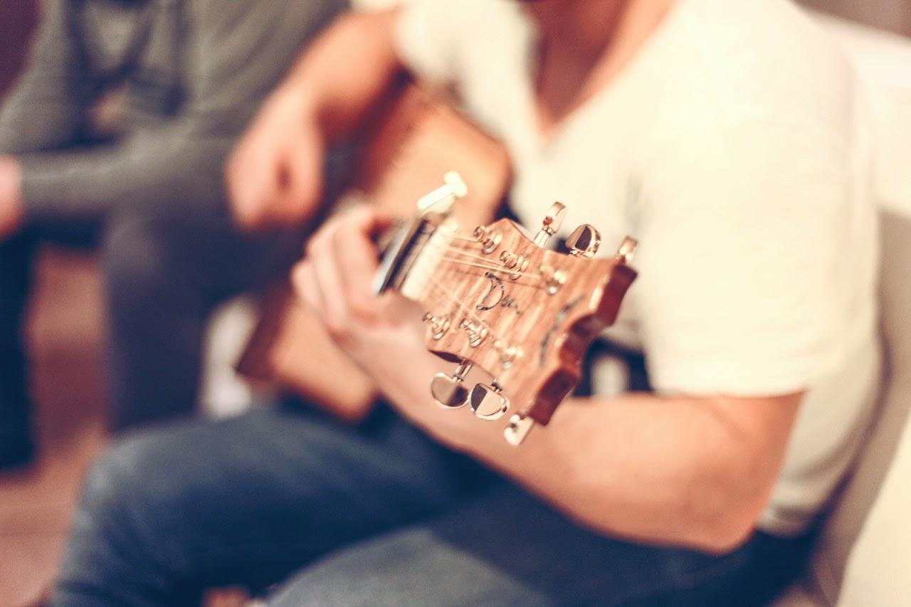 Worship, acoustic, spontaneous