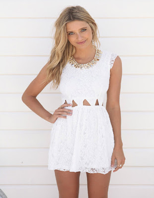 vestido corto blanco juvenil para la temporada de verano