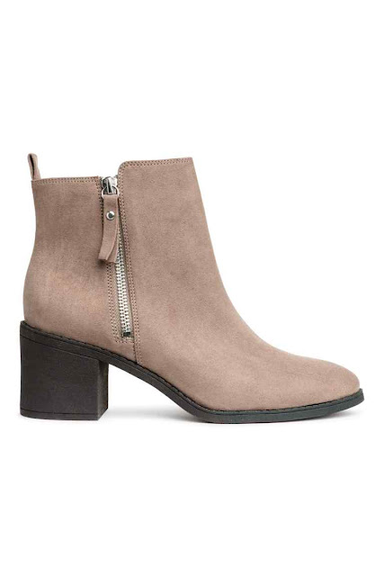 Ankle boots with a zip in the side FROM HM