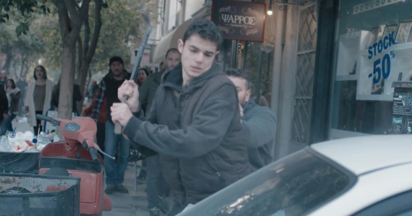 Η ταινία με έναν πιτσιρικά να σπάει τα πάντα σε ένα δρόμο στα Χανιά δεν έχει το φινάλε που θα περιμένατε