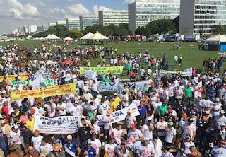 Vaqueiros da PB participam de protesto contra fim das vaquejadas no país