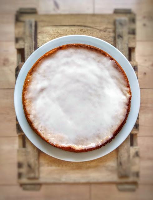 Zitronenkuchen mit Zuckerglasur