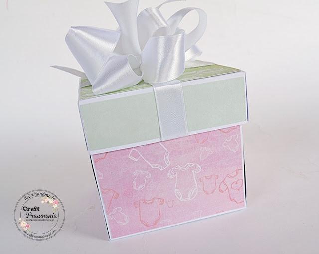 różowy box