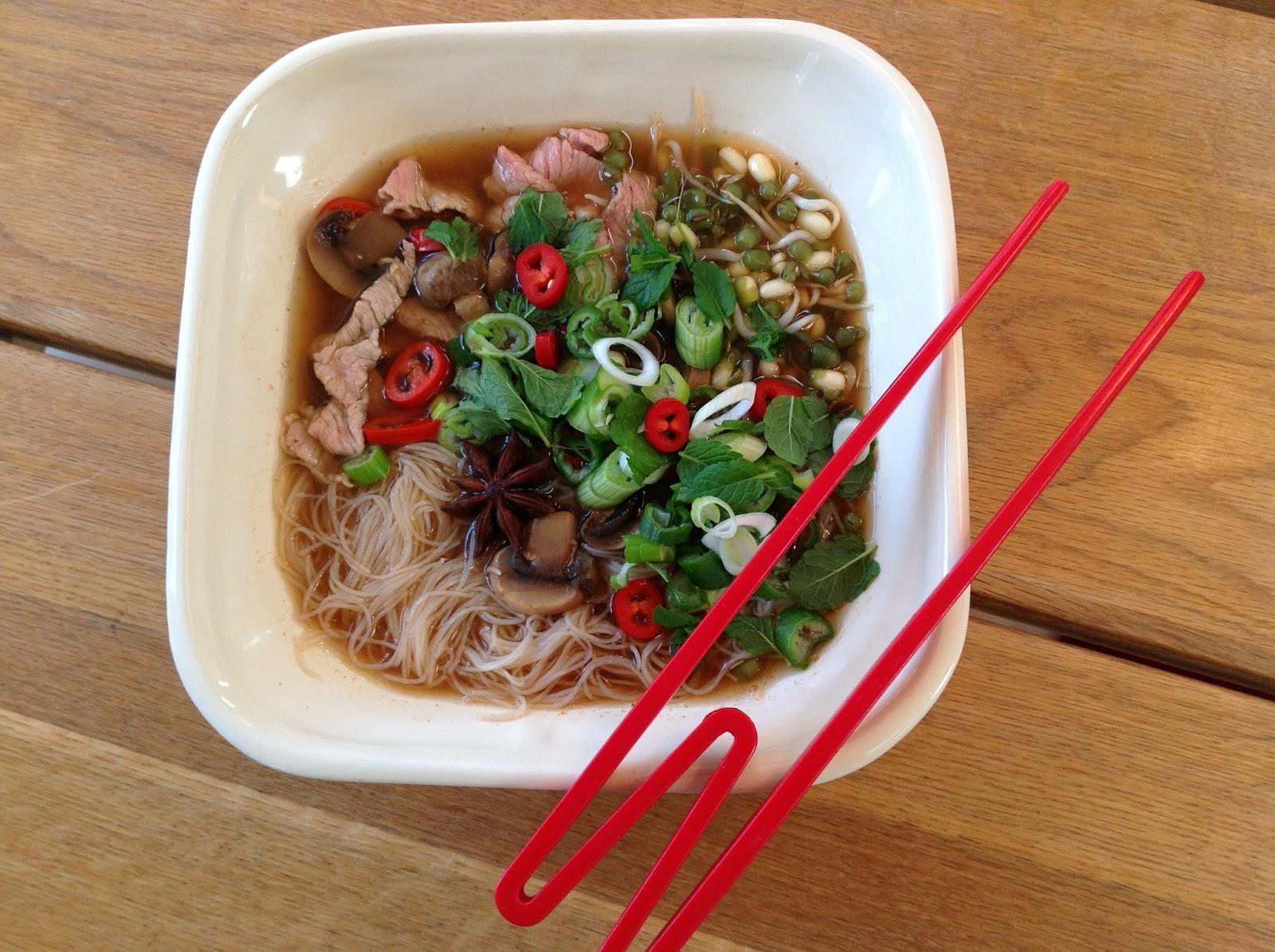evas k kken pho vietnamesisk spicy suppe med masser af fyld. Black Bedroom Furniture Sets. Home Design Ideas