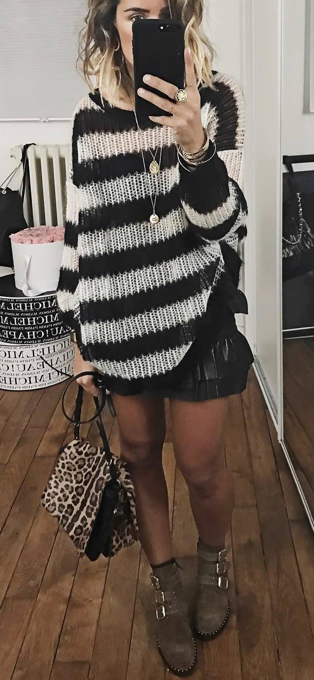 outfit of the day | stripped oversized sweater + animal printed bag + shorts + boots
