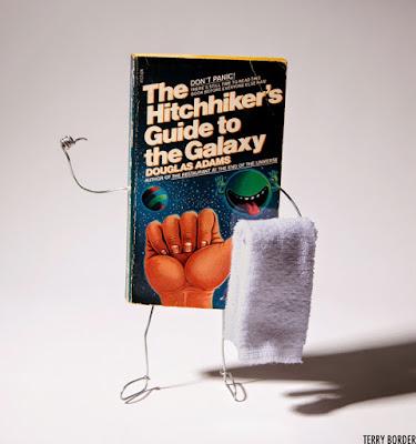 Meme sobre el libro La guía del autoestopista galáctico