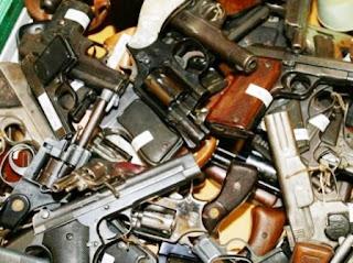 """Una auditoría comprobó que faltan """"millones"""" de dispositivos explosivos, municiones y armas. Pero no solo eso, sino que también encontró un arsenal no declarado. """"Llevamos las cosas a la Justicia para que avance sobre los culpables"""", afirmó, quién aseguró que las pruebas indicarían que se vendería material explosivo al """"mercado negro""""."""