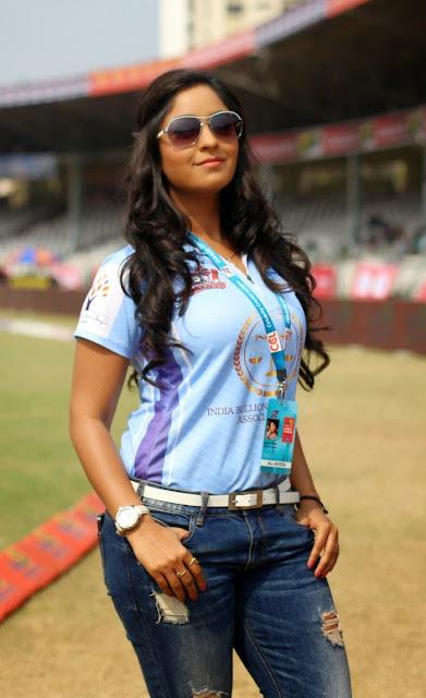 Bhojpuri-Cricket-Girl