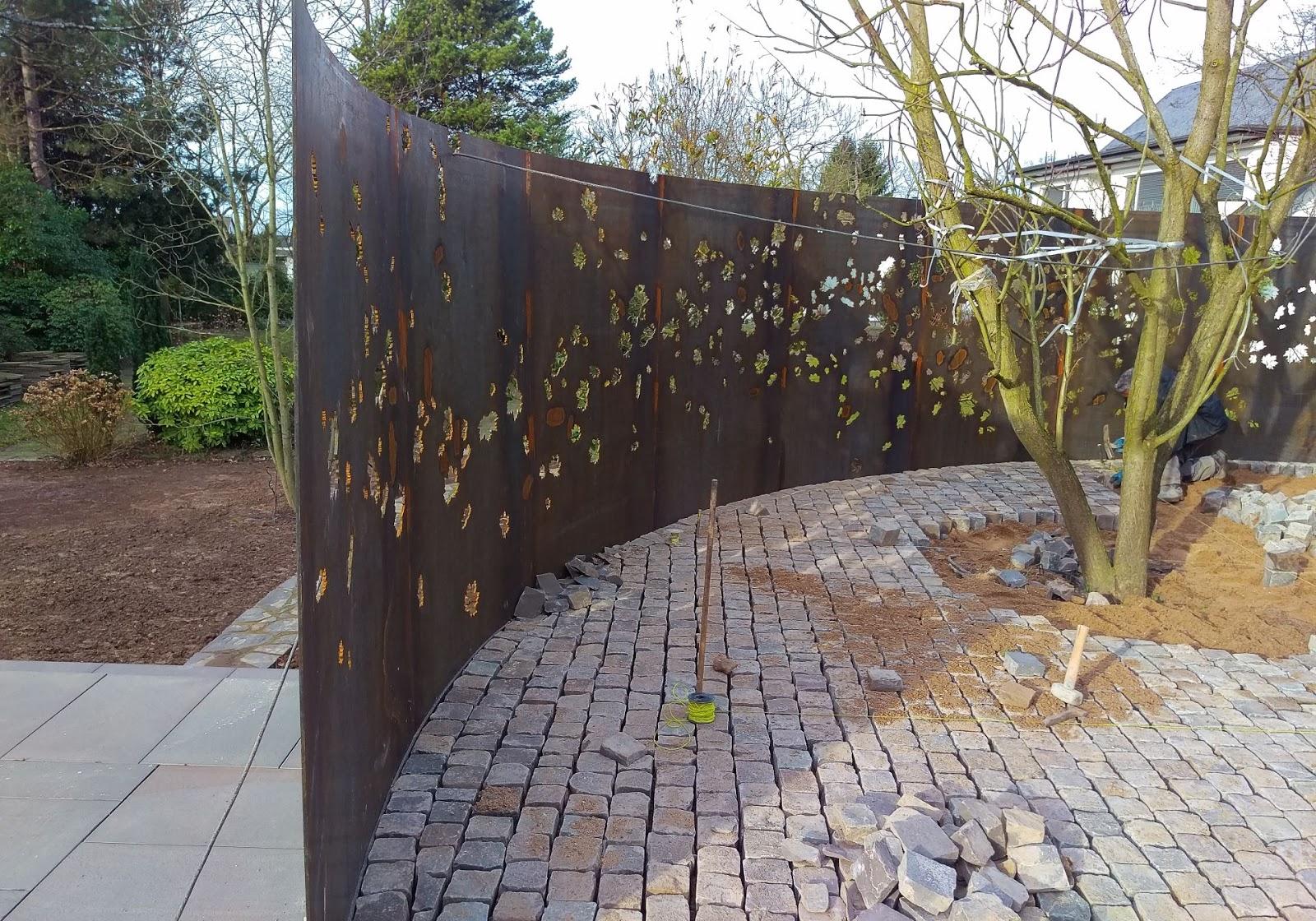 Gebogene Cortenwand Garten Frobel Metallbau