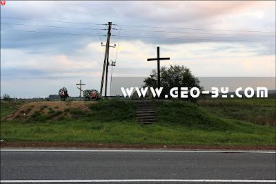 Мемориальный крест и камень на месте битвы под Клецком