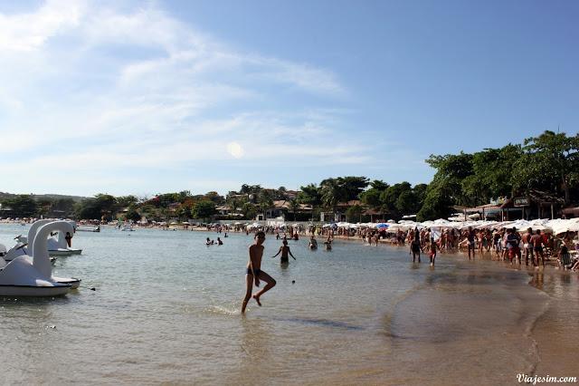 Búzios viagem com cachorro pet friendly praia ferradura