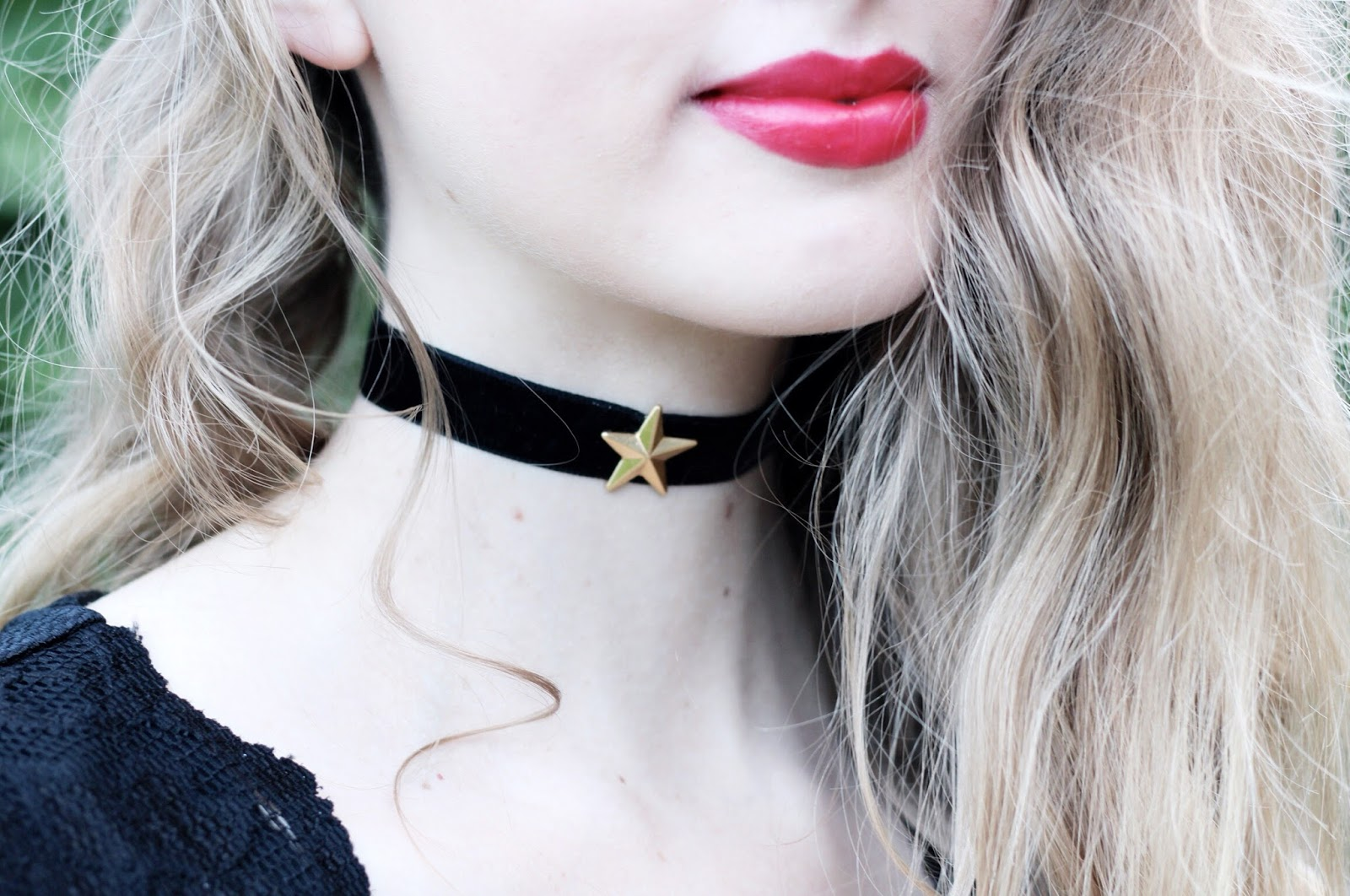 DIY black velvet and gold star choker