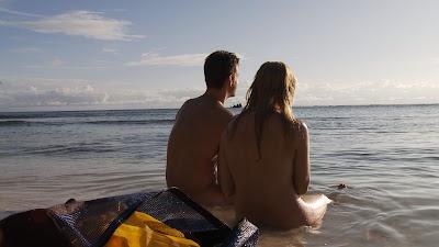 Reality acompanha a busca pelo amor entre participantes que permanecem nus em ilha paradisíaca - Divulgação