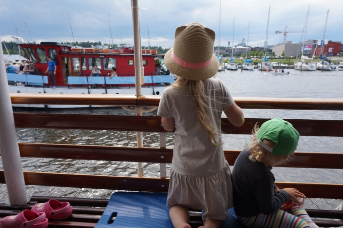 J.L. Runebergilla risteily Porvoosta Helsinkiin lasten kanssa