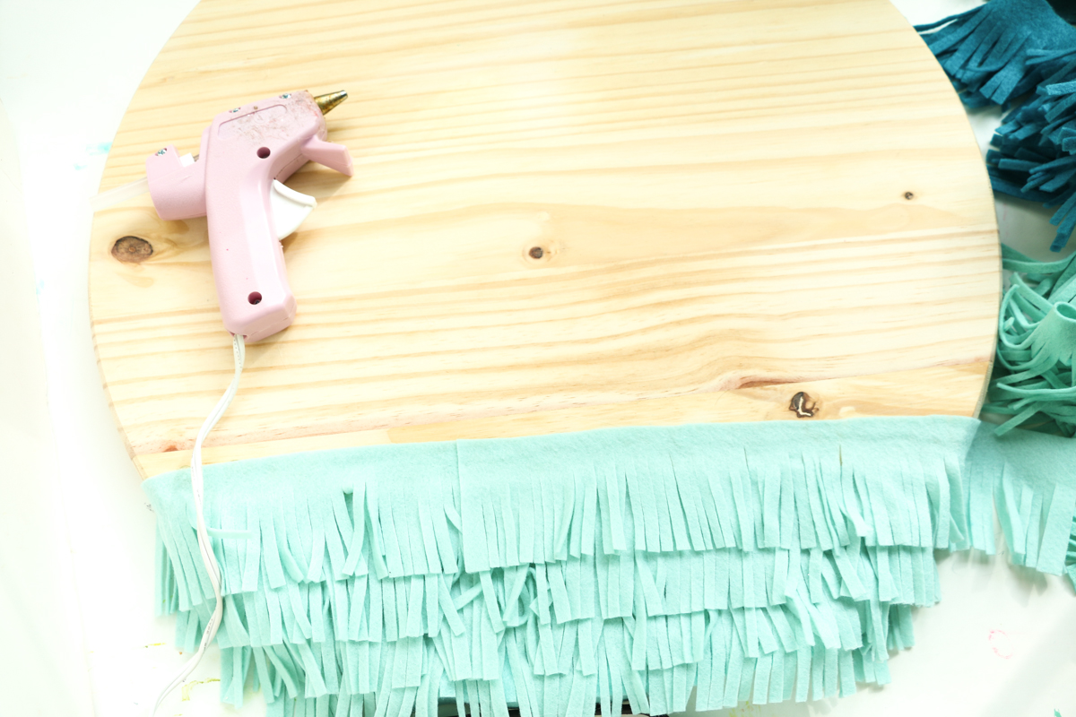 Diy Ombre Felt Fringe Wall Clock Make Your Own Wall Clock From Fringe Cut Felt