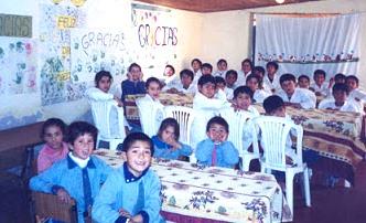 Foto de alumnos en una escuela de inicial - primaria