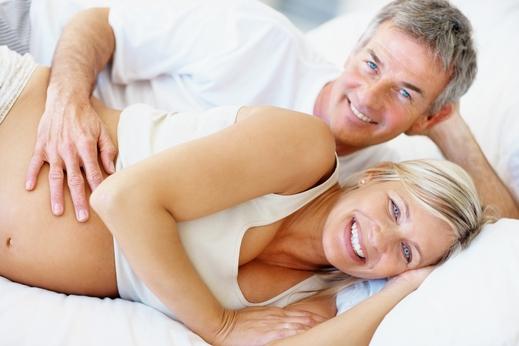 662ac3bdcd749 العلاقة الزوجية أثناء الحمل آمنة ولا تهدد الجنين