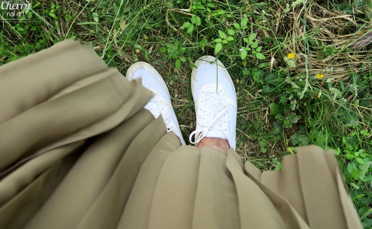 mode-tenue-look-été-vintage-jupe-plissée-pochette-chat