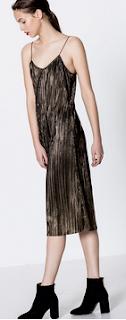 http://www.pullandbear.com/pl/pl/dla-niej/odzie%C5%BC/sukienki/b%C5%82yszcz%C4%85ca-plisowana-sukienka-c29016p500004004.html#303
