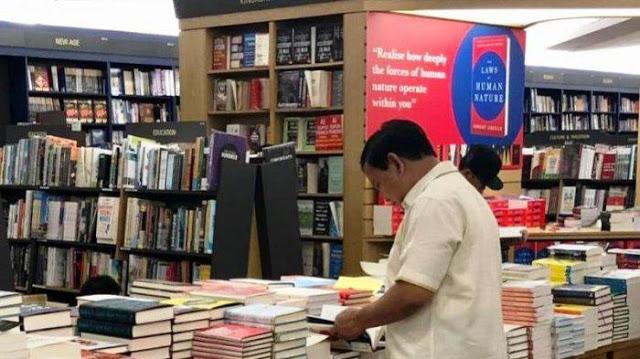 Usai Bertemu PM Lee, Prabowo Berburu Buku di Singapura
