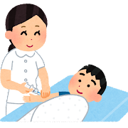 タオルで固定されて注射を受ける子供のイラスト