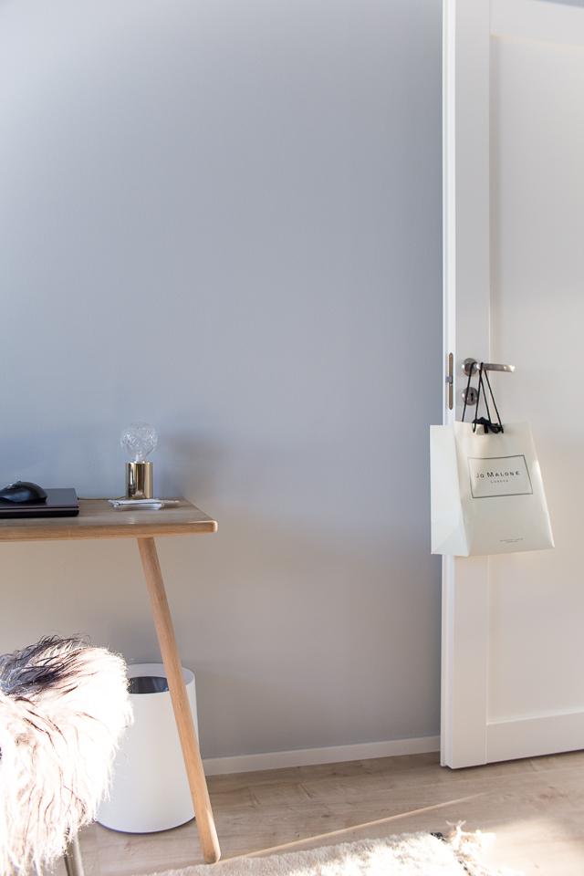 Skagerak työpöytä, crystal bulb valaisin, työhuoneen sisustus