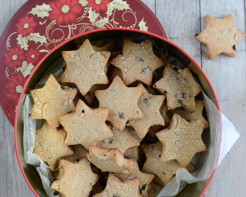Fat Rascals ♥ KitchenParade.com, a classic English biscuit cookie. The dough is mixed by hand, no mixer required! It rolls easily, try star shapes for Christmas, rounds for year-round treats.