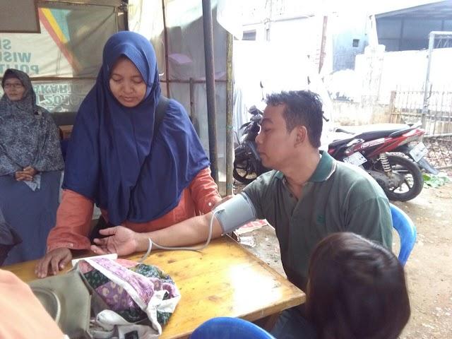 Puluhan Warga Beji Dapat Pengobatan Gratis dari Pusat Khidmat PKS