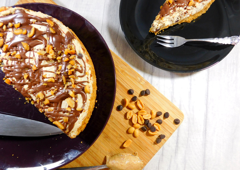 Scrumptious, delicious, (almost) no bake chocolate peanutbutter cheesecake