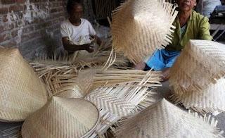 topi bambu