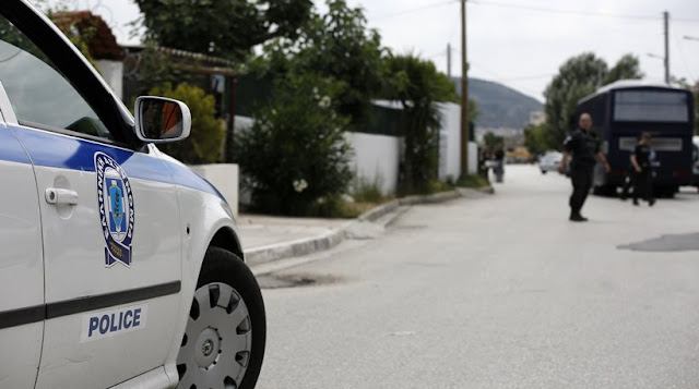 Aστυνομικός τρυπήθηκε από σύριγγα φορέα του AIDS στο Μενίδι- Αγωνία για την υγεία του