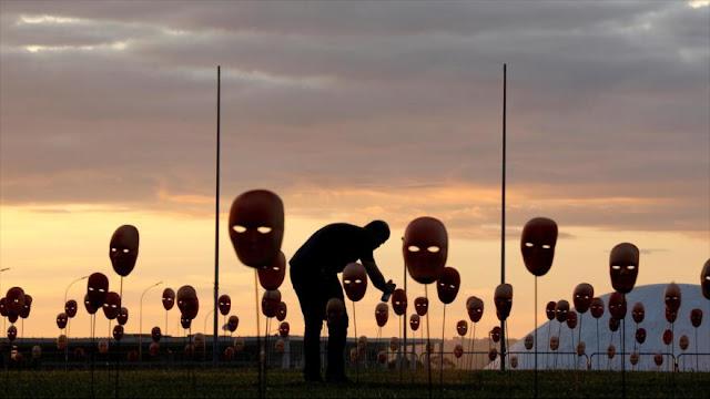 Cientos de máscaras representan corrupción de políticos en Brasil