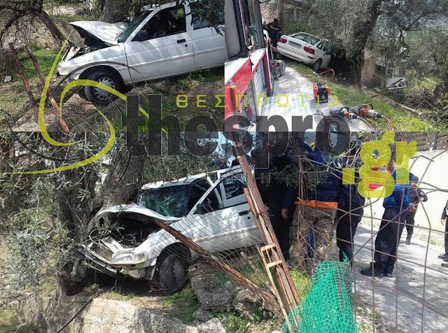 Έκτακτο: Προσπάθεια απεγκλωβισμού στο Καστρί Ηγουμενίτσας μετά από τροχαίο ατύχημα