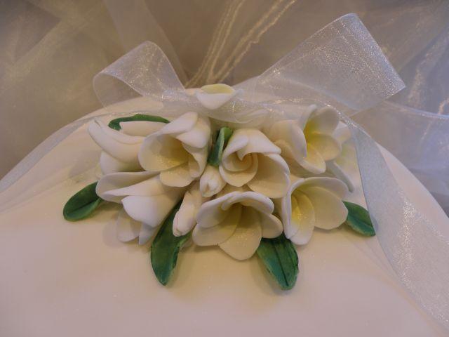 Frangipani- Blüten aus Zucker - Cake Topper