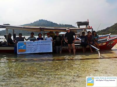 wisatawan mancanegara berfoto di pulau pahawang dan sekitarnya