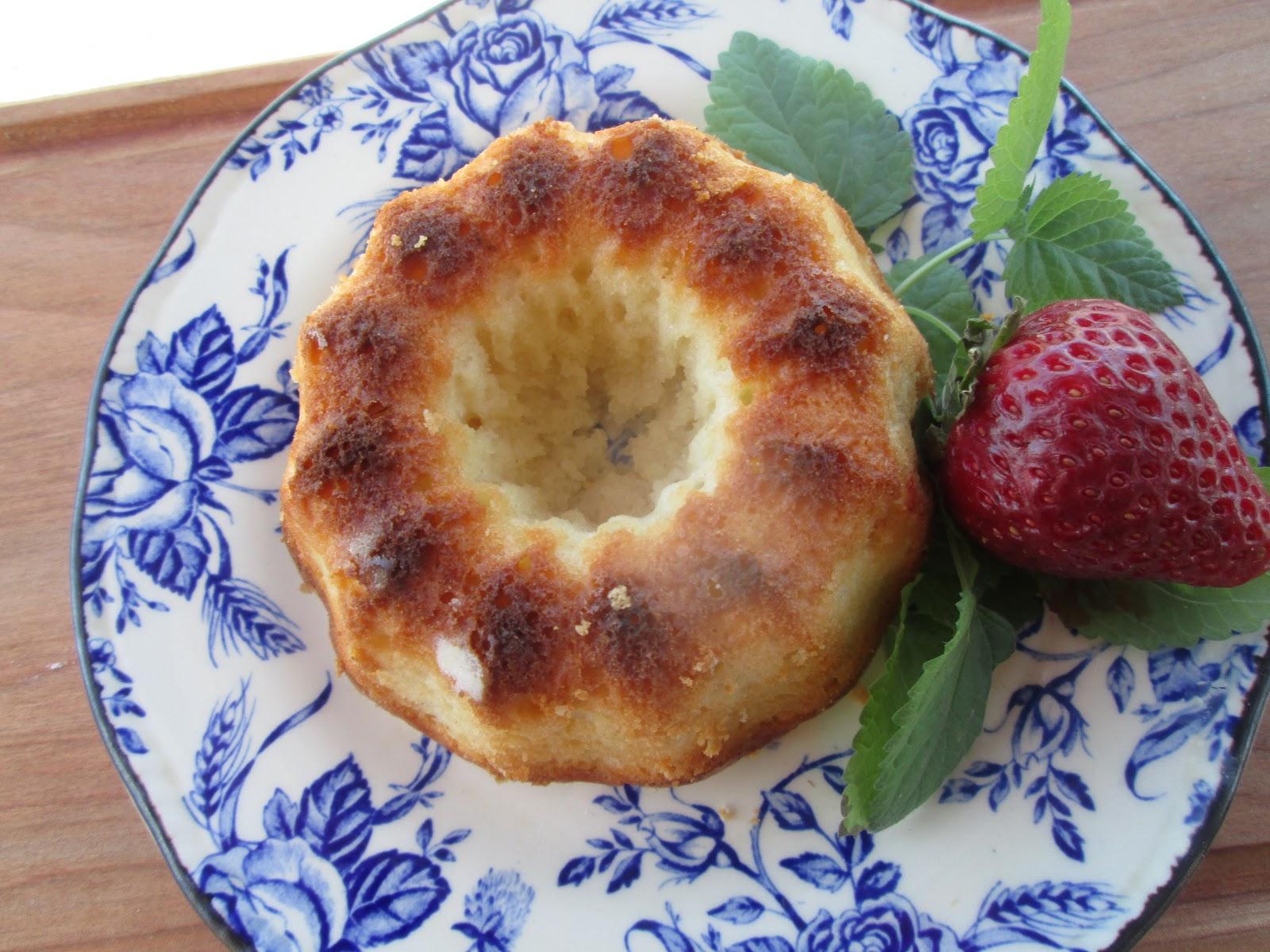 canela kitchen gloria yogurt little cakes petit gateaux aux yogourt. Black Bedroom Furniture Sets. Home Design Ideas