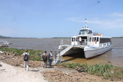 Reservas dos passeios de catamarã podem ser feitas pelo site da Ilha Comprida