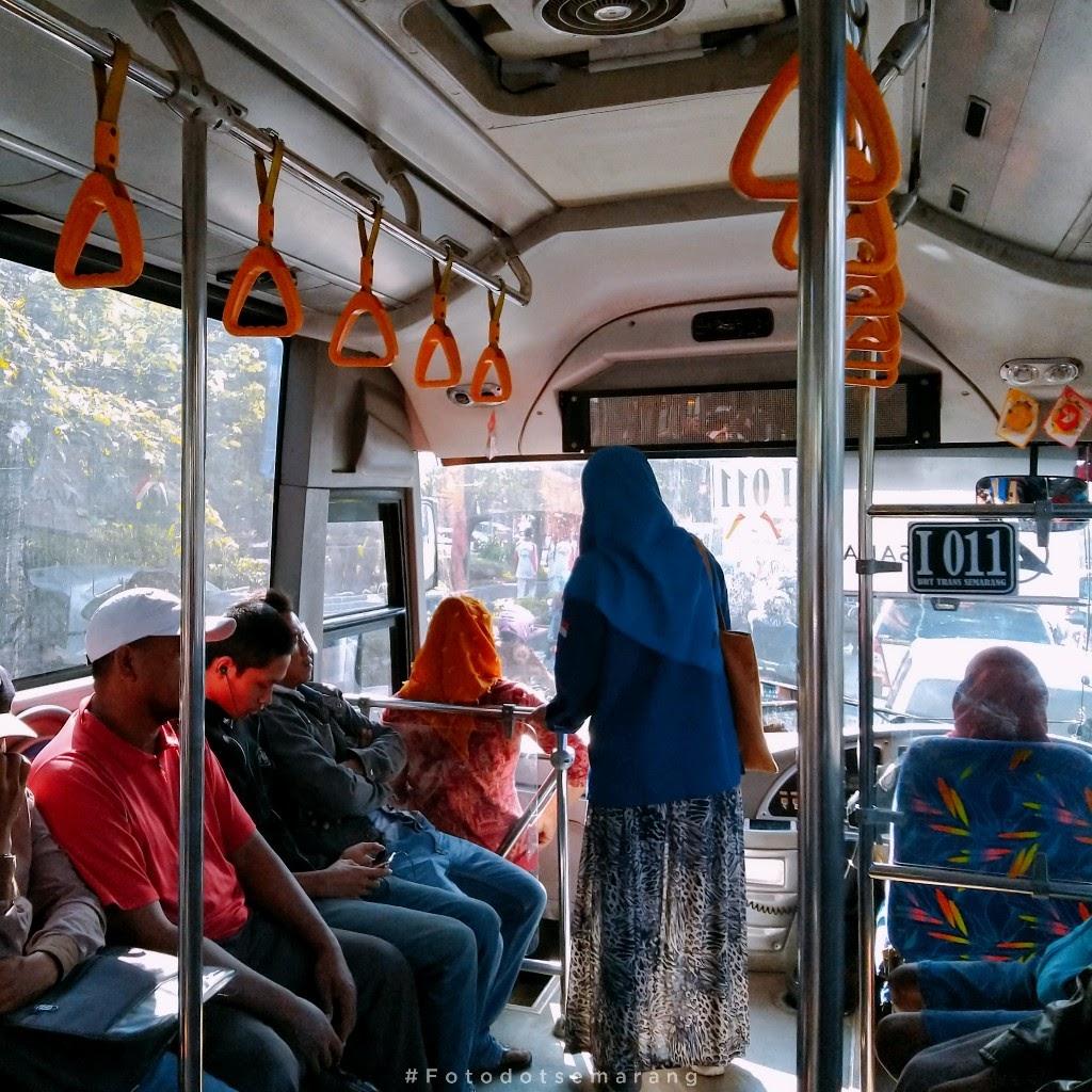 Pertama Kali Melihat Pengemudi Perempuan yang Mengemudikan Bus Trans Semarang
