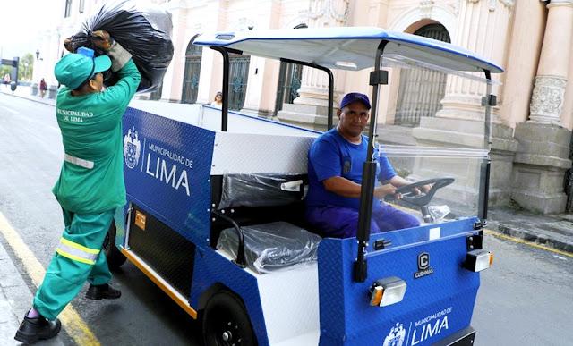 Vehículos eléctricos recogen basura en Lima