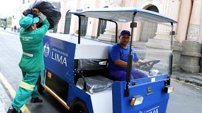 Vehículos eléctricos recogen residuos sólidos en el Centro Histórico de Lima