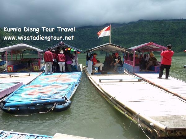 wisata perahu getek di telaga menjer