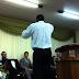 Pastor expulsa mulher por entrar com roupa curta em igreja evangélica e gera a revolta dos fiéis
