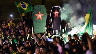 La neurálgica avenida Paulista de la capital financiera de Brasil ha sido el epicentro de las protestas de la oposición. Fue allí donde se congregaron el domingo 1,4 millones de personas y donde este viernes el oficialismo espera también manifestarse, pero a favor del Gobierno.