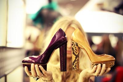 zapatos de tacon dorados