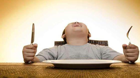لماذا يشعر البعض بالجوع باستمرار؟