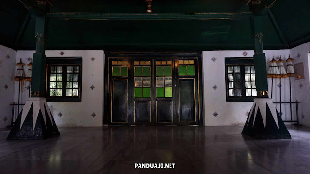 Bale Bangunan Induk Keraton Kasepuhan Cirebon