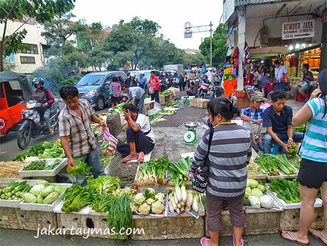 Mercadillo de verduras en Glodok
