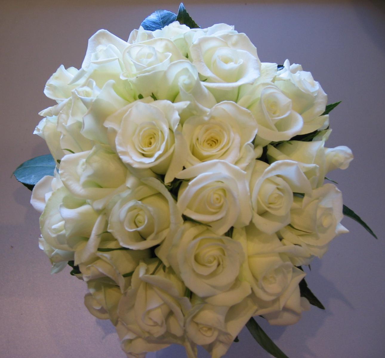 White Rose Flower Bouquet: Yellow Wallpaper: White Roses