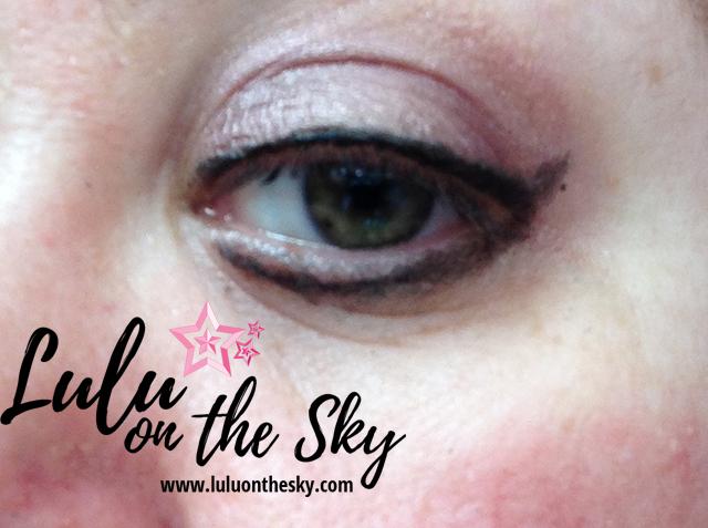 Lapiseira Delineadora Retrátil para olhos Total Black Vult  Longa Duração